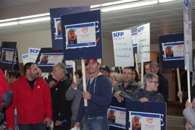 Manifestation au conseil municipal de Baie-Trinité (Groupe CNW/Syndicat canadien de la fonction publique (FTQ))