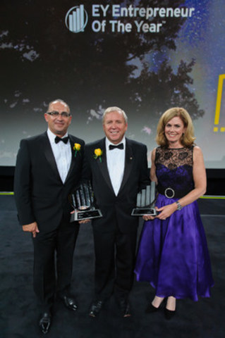 John Anderson of Oppenheimer Group (centre) was named EY Entrepreneur Of The Year Pacific 2015 at an awards gala in Vancouver last night. Lui Petrollini and Colleen McMorrow of EY presented the award. (CNW Group/EY (Ernst & Young))