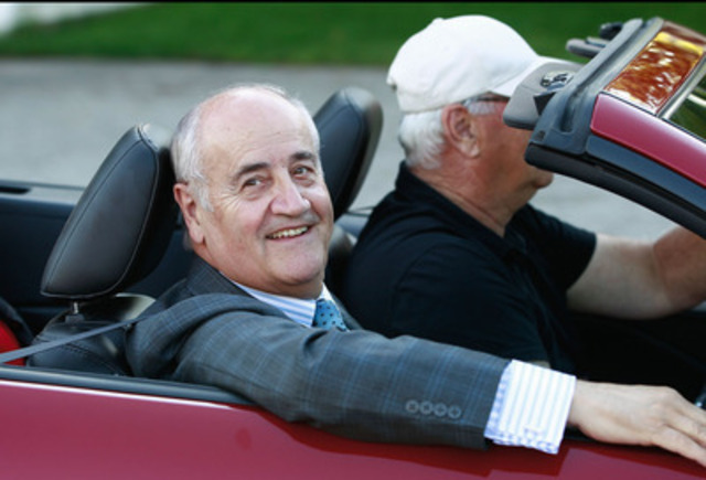 Minister Julian Fantino enjoys the crowds as he leads the Listowel Agricultural Fair's opening parade. (CNW Group/Veterans Affairs Canada)