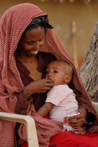 Berida Jateni feeds her 10-month-old daughter, Firdoze Liben, a ready-to-eat therapeutic food, outside their home in Meleb Village, Ethiopia. Firdoze is severely malnourished and enrolled in a UNICEF-supported Government outpatient therapeutic feeding programme. Firdoze weighed 5.7 kilograms when admitted to the outpatient program; after two weeks of treatment, she weighed 6.4 kilograms and she continues to recover. (CNW Group/UNICEF Canada)