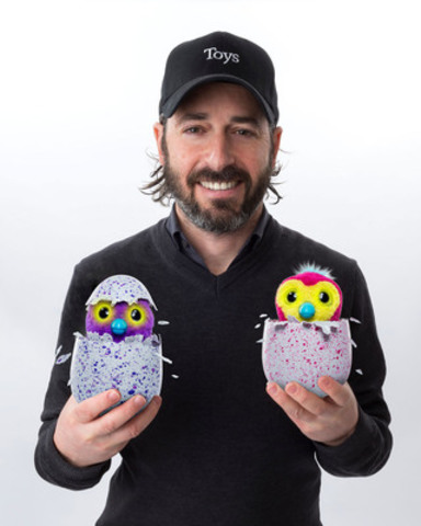 Ronnen Harary, co-founder and Co-Chief Executive Officer of Spin Master Corp, shows off award-winning Hatchimals (CNW Group/Spin Master)