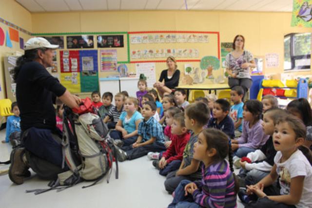 Dr Stanley Vollant rencontre des élèves de l'école primaire de Mashteuiatsh (Groupe CNW.