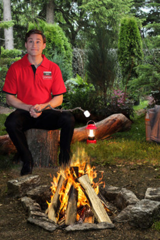 'Staples Guy', roasting marshmallows, takes a break on the set of Staples Canada's back-to-school commercial. More behind-the-scenes footage can be found  on Staples Canada's Twitter and Instagram pages. (CNW Group/Staples Canada Inc.)