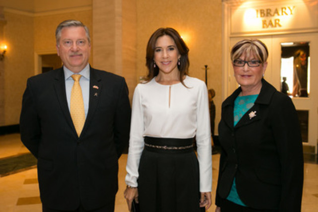 Patrick Cashman, President and General Manager of Lundbeck Canada is joined by Her Royal Highness Crown Princess Mary of Denmark and Louise Bradley, President & CEO of the Mental Health Commission of Canada to witness the signing of an MOU calling on employers to improve workplace wellbeing across Canada. (CNW Group/The Economic Club of Canada)