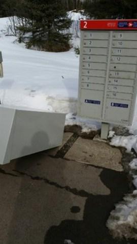 Boîte postale renversée à Thunder Bay (Ontario). (Groupe CNW/Syndicat des travailleurs et travailleuses des postes)
