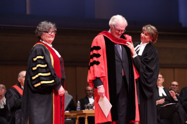 Julian Porter, QC, (centre) was awarded an honorary LLD today, conferred upon him by Law Society Treasurer Janet Minor (left) at Roy Thomson Hall in Toronto. He was hooded by former Law Society Treasurer Laurie Pawlitza (right) at the June 23rd Call to the Bar ceremony. (CNW Group/The Law Society of Upper Canada)