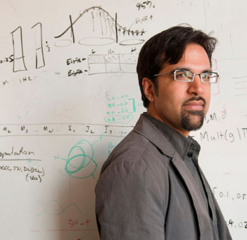 Dr. Sohrab Shah, working with Dr. Sam Aparicio, uses computer algorithms to analyze billions of pieces of genetic data to predict how breast cancer cells will behave. (CNW Group/Canadian Cancer Society (National Office))