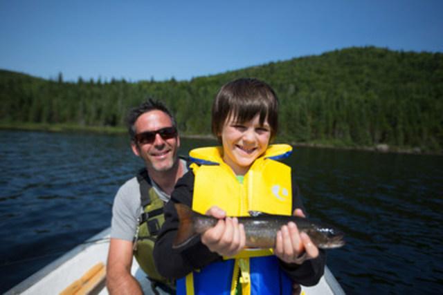 L'initiation à la pêche est très populaire à la Sépaq. (Groupe CNW/Société des établissements de plein air du Québec)