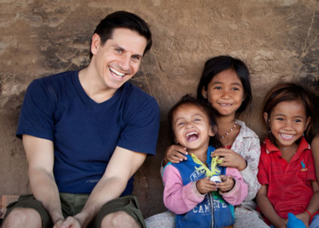 Rick Campanelli in Cambodia. Srey, 12 (far right) earns $2 a day working in a brick factory. (CNW Group/World Vision Canada)