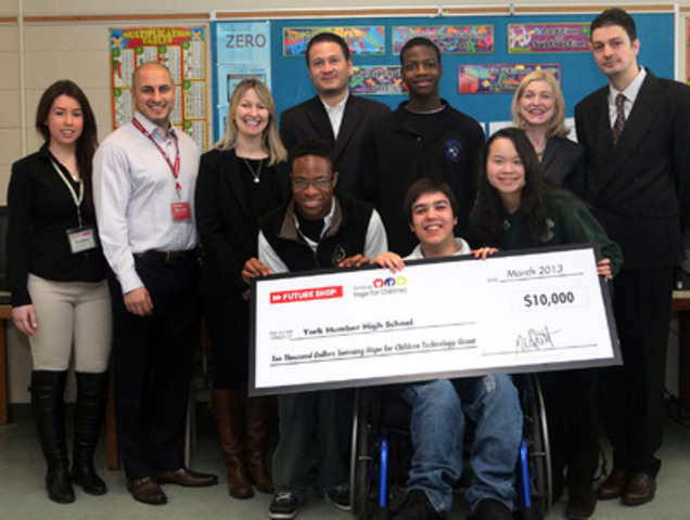 Today, York Humber High School in Toronto received a cheque for $10,000 from Samsung Hope for Children and Future Shop's Future Generation Tech Lab programs. Representatives from both organizations were on hand to make the donation to a class full of excited students. Thanks to Future Shop and Samsung, York Humber is one of two schools in Canada receiving the Samsung Hope for Children Smart School grant this year to upgrade classroom technology. (CNW Group/Future Shop)