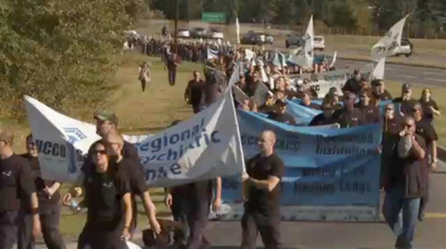 Video: Over 500 members of the Union of Canadian Correctional Officers (UCCO-SACC-CSN) from across Canada rallied in front of Prime Minister Stephen Harper's Calgary office