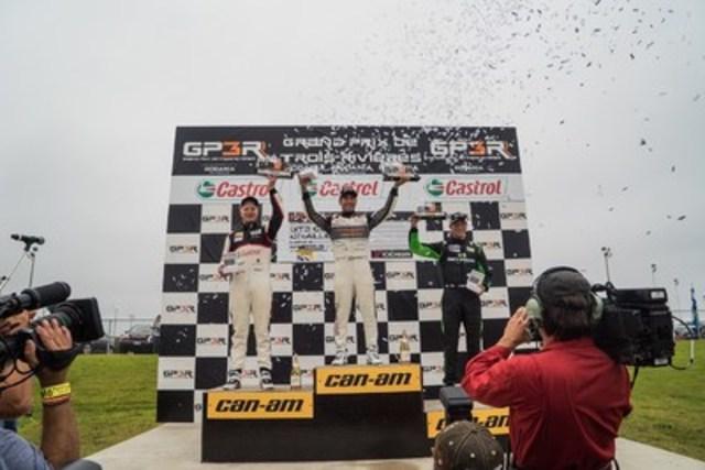 Dimanche, dans le cadre de l'épreuve 10 de la série Ultra 94 Porsche GT3 Cup Challenge Canada 2016 présentée par Yokohama, Daniel Morad (centre) a conforté son avance au titre de la série. Chris Green (gauche) et Zach Robichon (droite) ont terminé deuxième et troisième, respectivement. Daniel Morad détient maintenant une avance de 13 point dans la série. (Groupe CNW/Automobiles Porsche Canada)