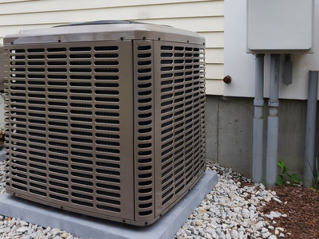 Air conditioners are humming in the city, causing electricity use to increase. (CNW Group/Toronto Hydro Corporation)