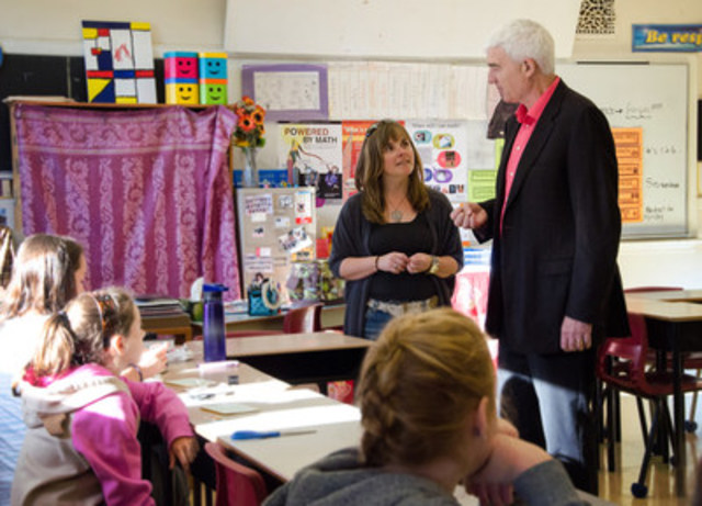Dr. Douglas Willms at George Street Middle School in Fredericton, NB. (CNW Group/The Learning Bar)