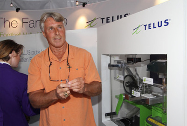 Penny Pride: CFL alum Lui Passaglia unveils the TELUS Fan Cup penny press. The Fan Cup presented by TELUS will be engraved with the names of fans from across Canada and proudly live in The CFL Hall of Fame. (CNW Group/TELUS Corporation)