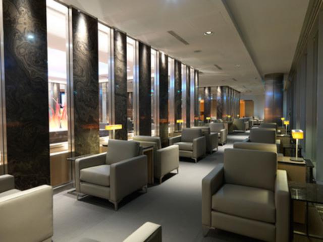 Le nouveau salon Feuille d'érable d'Air Canada à Francfort met en vedette des dalles de marbre Eramosa d'Ontario, des artistes et des designers canadiens. (Groupe CNW/Air Canada)