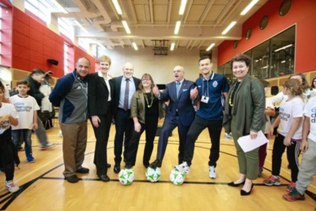 From left to right: Carl Valentine, Team Ambassador, Vancouver Whitecaps FC; Dr. Joy Johnson, Vice President Research and International, Simon Fraser University; Councillor Heather Deal, Deputy Mayor, City of Vancouver; Rick Blickstead, President and CEO, Canadian Diabetes Association; Ben McKendry, Vancouver Whitecaps FC; Ann-Britt Everett, Danish Honorary Consul for BC. (CNW Group/City of Vancouver, Vancouver Coastal Health, Canadian Diabetes Associaton, Simon Fraser University, Novo Nordisk Canada Inc.)