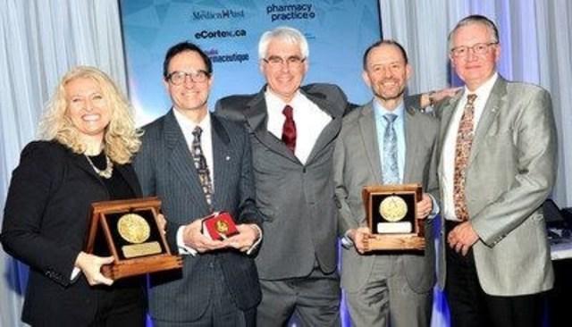 Sur la photo (de gauche à droite) : Cheryl Cann, directrice du champ thérapeutique/oncologie, Dr. Norman Campbell, Dr. Theodore Warkentin, Dr. John Kelton et Dr. John Bergeron (Groupe CNW/Boehringer Ingelheim (Canada) Ltd.)