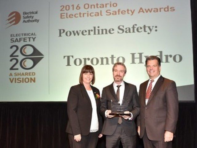 Toronto Hydro is presented with the Powerline Safety Award from the Electrical Safety Authority. From left: Marie France Lalonde, Minister of Government and Consumer Services, Brian Buchan, Director of Media, Communications and Municipal Stakeholder Relations, Toronto Hydro and Brian Bentz, Chair, Electrical Safety Authority. (CNW Group/Toronto Hydro Corporation)