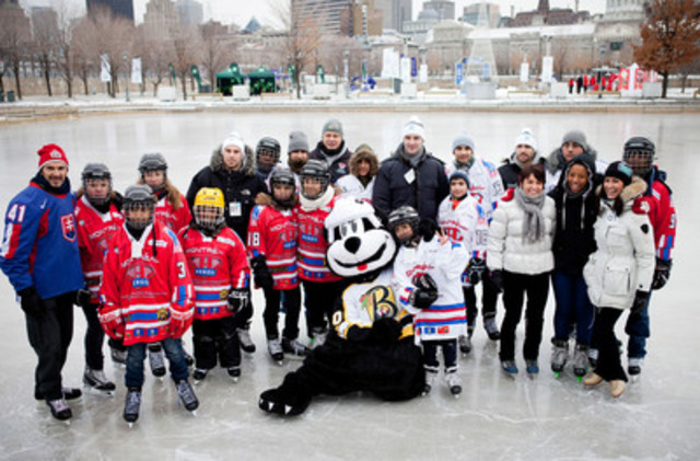 At the official opening of the Old Port of Montreal skating rink, Mathieu Darche, professionnal hockey player, François-Louis Tremblay, Olympic medallist in speed skating, and Marie-France Dubreuil, double silver medallist at the World Figure Skating Championships had fun giving tips to their summer counterparts Etienne Boulay, winner of the Grey Cup, and the two Olympic medallist in diving Jennifer Abel and Sylvie Bernier, as the kids from the H.E.R.O.S. program looked on amused. (CNW Group/OLD PORT OF MONTREAL CORPORATION)