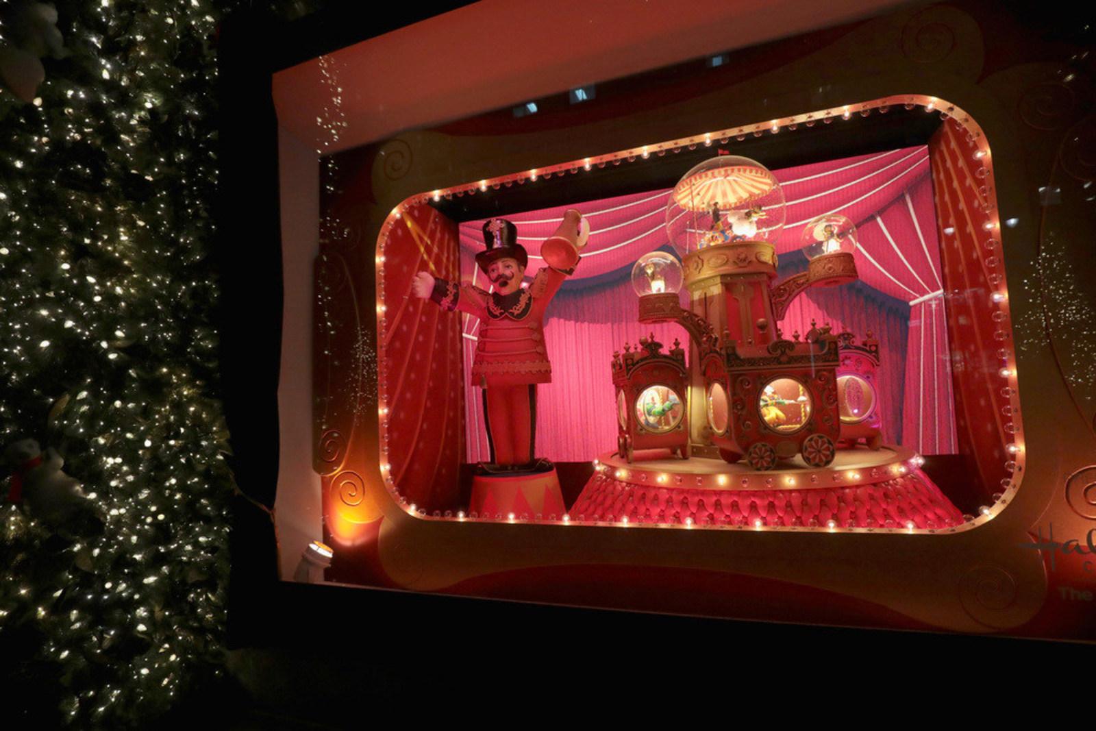 Lord & Taylor\'s Christmas windows kick off the holiday season in NYC ...