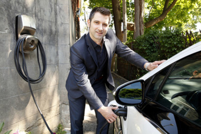 AddÉnergie lance FLO, le réseau de bornes de recharge pour véhicules électriques le plus grand et le plus fiable au Canada. Louis Tremblay, président et chef de la direction de AddÉnergie, en a profité pour présenter FLO MaisonMC, une nouvelle offre destinée à la recharge à domicile. (Groupe CNW/AddÉnergie)