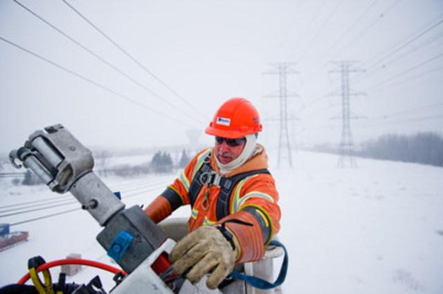 Ce n'est pas d''hier qu'Hydro Ottawa vient en aide à des compagnies d'électricité canadiennes ou américaines aux prises avec une situation d''urgence découlant des conditions météo et nous en sommes fiers. (Groupe CNW/Société de portefeuille d'Hydro Ottawa inc.)