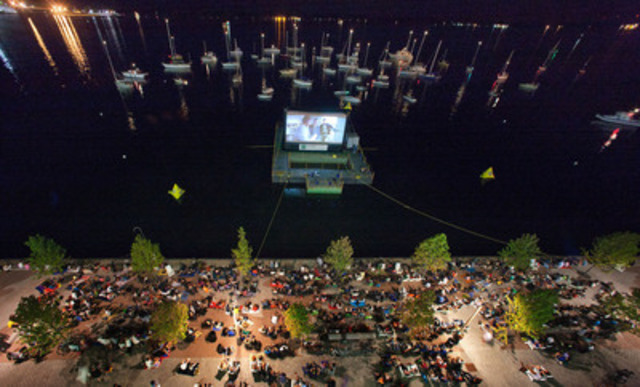 Boat and land audiences at Sail-In Cinema™. (CNW Group/Toronto Port Authority)
