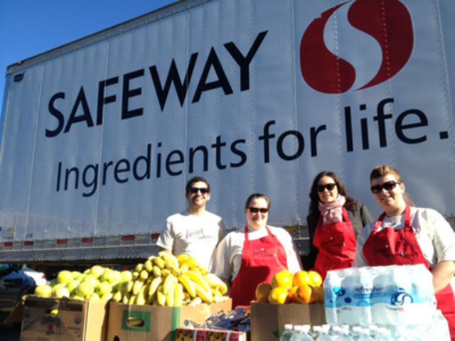 Safeway volunteers ready to serve at the complimentary refreshment stand located at the Mission Safeway in Calgary (CNW Group/Canada Safeway Limited)