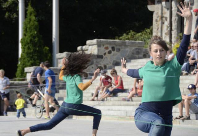 Parmi la cinquantaine d'activités au programme, le spectacle Danse in situ, de la compagnie Entrelacs, sera présenté sur le parvis de la Maison culturelle et communautaire le samedi 28 mai à 15 h. Tous les spectacles du Festival des arts de Montréal-Nord sont gratuits. (Groupe CNW/Arrondissement de Montréal-Nord (Ville de Montréal))