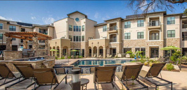 Courtyard view of Pure Multi's latest acquisition: Brackenridge at Midtown in San Antonio, Texas. (CNW Group/Pure Multi-Family  REIT LP)