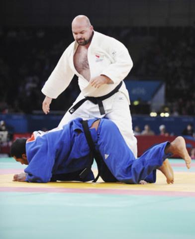 Tony Walby (Ottawa, Ont.) est un vétéran établi dans le sport. Il a terminé septième aux Jeux paralympiques de Londres 2012 et s'est constamment classé parmi les cinq premiers depuis dans des compétitions internationales, dont deux médailles de bronze jusqu'à maintenant cette année dans des Coupes du monde. Il est un ancien concurrent dans du judo sans handicap et il a gagné 12 médailles aux championnats nationaux seniors avant de changer pour le para-judo à 35 ans, à cause de sa vue qui se détériorait. (Groupe CNW/Comité paralympique canadien (CPC))