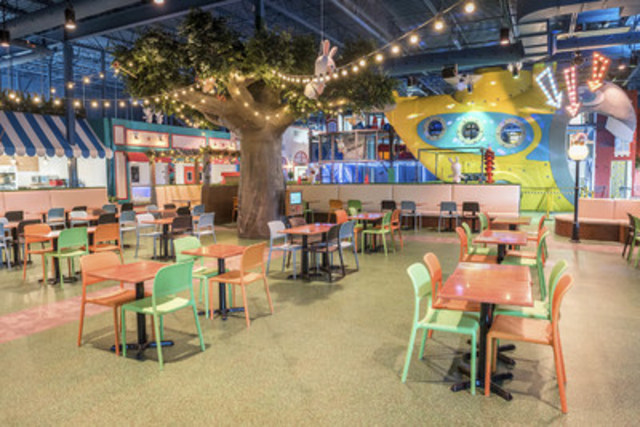 Dining area and submarine at the Rabbids Amusement Center (CNW Group/Ubisoft)
