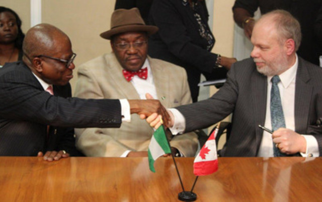 Nigeria High Commissioner, Chief Ojo Uma Maduekwe (left), Permanent Secretary, Federal Ministry of Power, Ambassador (Doctor) Godknows Boladei Igali (centre), and SkyPower Global's Vice President of Development for Africa, Benoit Fortin (right) following the signing of the agreements in Abuja, Nigeria. (CNW Group/SkyPower FAS Energy)