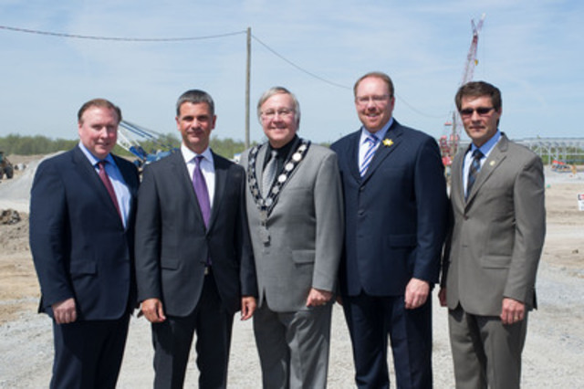 Dignitaries attending Ivanhoé Cambridge's groundbreaking ceremony for The Outlet Collection at Niagara: Paul Gleeson, David Baffa, Ivanhoé Cambridge, David Eke, mayor, Niagara-on-the-Lake, Dave Lepp and Mike Galloway, City of Niagara-on-the-Lake. (CNW Group/Ivanhoé Cambridge)