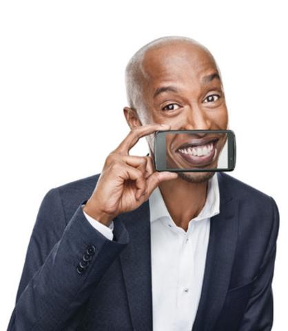 Michel Mpambara - Humouriste (Groupe CNW/BELL CANADA)