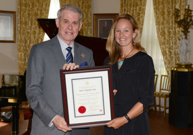 Selena Davidson Eno is the fifth recipient of Nova Scotia's Lieutenant Governor's Teaching Award, in partnership with the Nova Scotia Teachers Union. She is shown with His Honour, Brigadier-General the Honourable J.J. Grant, CMM, ONS, CD (Ret'd), Lieutenant Governor of Nova Scotia. Photo credit: Michael Creagen (CNW Group/Nova Scotia Teachers Union)