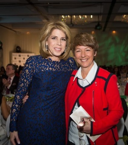 "Dana Ades-Landy (left), Chief Executive Officer, Heart and Stroke Foundation – Quebec, and President of the Association of Québec Women in Finance, and Marie-Claude Boisvert, Chief Operating Officer, Desjardins Business Capital régional et coopératif and winner of the ""Inspiration – Andrée Corriveau"" Award (CNW Group/Association des femmes en finance du Québec (AFFQ))"