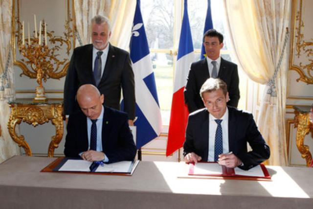Signature de l'entente de partenariat de Communauto France et Toyota France à l'Hôtel Matignon avec les Premiers ministres français et québécois. (Groupe CNW/COMMUNAUTO)