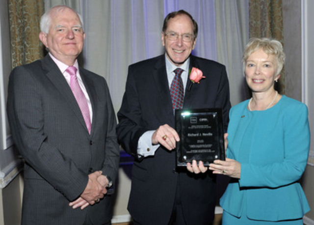 CMA-CIPFA Lifetime Achievement Award recipient Richard Neville with Sir Tony Redmond and Joy Thomas. (CNW Group/Certified Management Accountants of Canada)