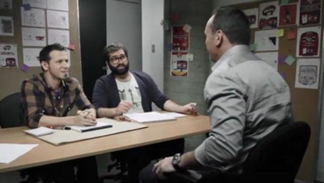 La vidéo web reprend la scène cocasse où les créatifs de l'agence tentent de convaincre Dave Morissette de se prêter au jeu.