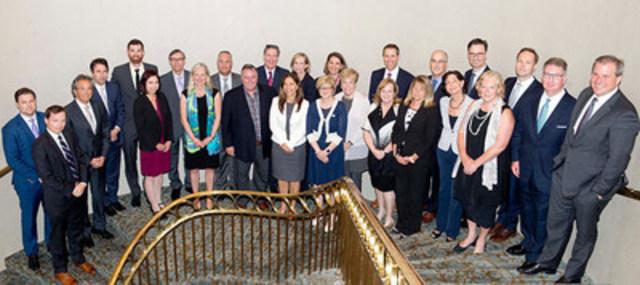 La ministre McKenna rencontre des dirigeants d'entreprise de tous les secteurs de l'économie canadienne qui se sont engagés à devenir des partenaires du secteur privé de la coalition pour le leadership en matière de tarification du carbone, à Toronto (Ontario), le 15 juillet 2016. (Groupe CNW/Environnement et Changement climatique Canada)