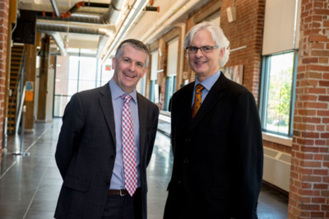 John Whelton, VP, North American Operations, Leading Edge Group (L) and Dr. Tim McTiernan, president and vice-chancellor of the University of Ontario Institute of Technology (R) partner to offer the first full suite of academically certified Lean programs in Canada. (CNW Group/Leading Edge Group)