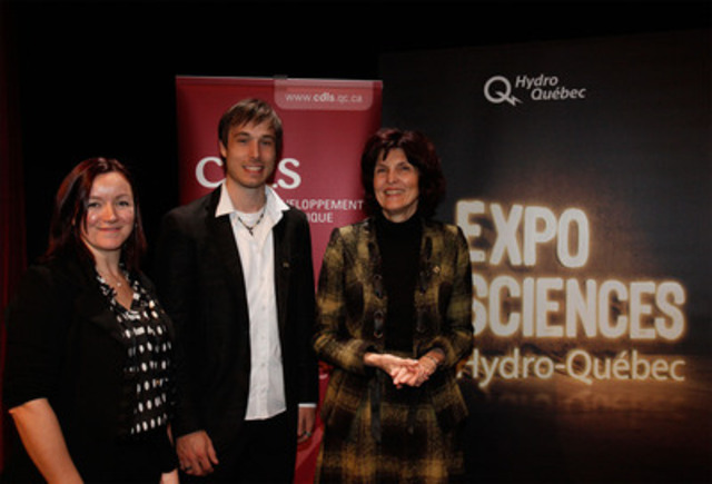 From left to right : Annick Vézina, Vice-President of the Conseil de développement du loisir scientifique, the illusionist Luc Langevin, Hydro-Québec Science Fairs provincial spokesperson and Joanne Chevrier, Director of Customer Relations, Strategic Planning department, Hydro-Québec. (CNW Group/Conseil de développement du loisir scientifique)