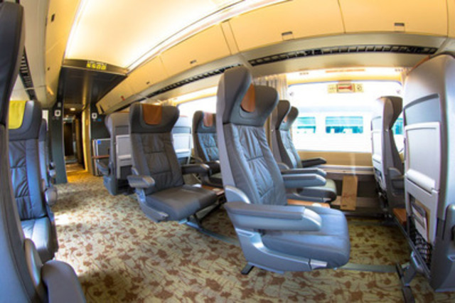 Photo 3 - Les spacieuses voitures classe Affaires pour les liaisons du Corridor Québec - Windsor *Images haute-résolution disponibles sur demande (Groupe CNW/VIA Rail Canada Inc.)