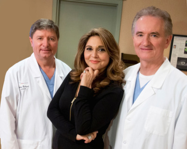Dr. Gordon Balazsi, accompanied by Sonia Benezra who proudly shares her experience after her surgery KAMRA, a newly available technique in Quebec which corrects presbyopia permanently. Alongside them, Dr. Marc Mullie who operated Mrs. Benezra (CNW Group/Laservue Clinic)