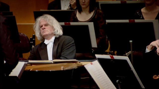 Ronald Brautigam plays Beethoven's Fourth Piano Concerto with the Norkopping Orchestra in Sweden. © Seventh Art Productions. (CNW Group/TVO)