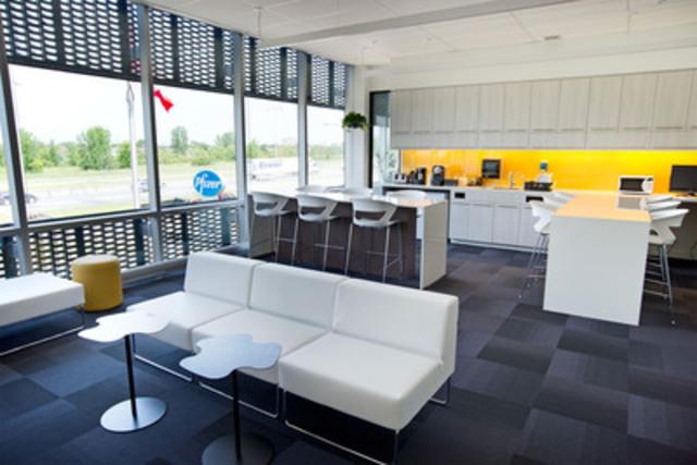 Lounge kitchenette (CNW Group/PFIZER CANADA INC.)
