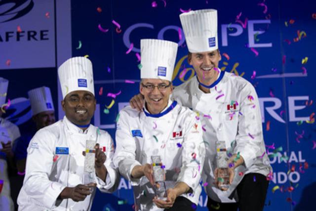 L'équipe du Canada et Marcus Mariathas, de la boulangerie ACE, célèbrent sa victoire de la Coupe Louis Lesaffre en Argentine (Groupe CNW/Boulangerie ACE)