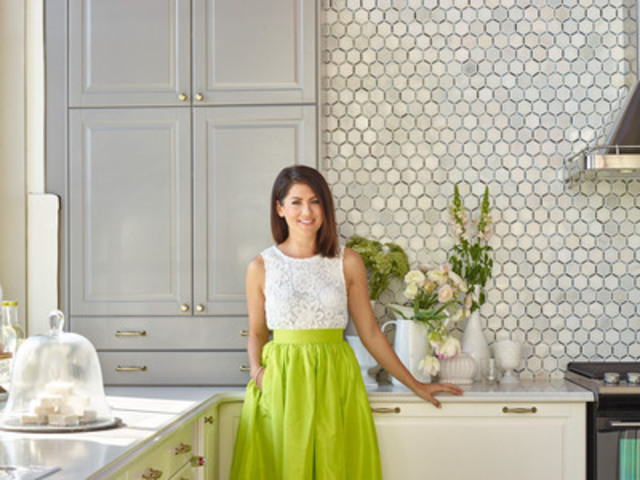 Jillian Harris in the new IKEA SEKTION kitchen designed for her (CNW Group/IKEA Canada)